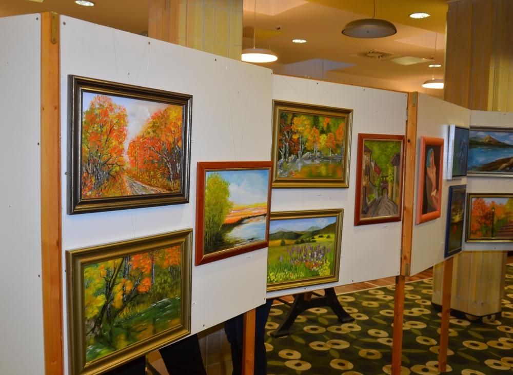 Festménykiállítás nyílt a könyvtárban