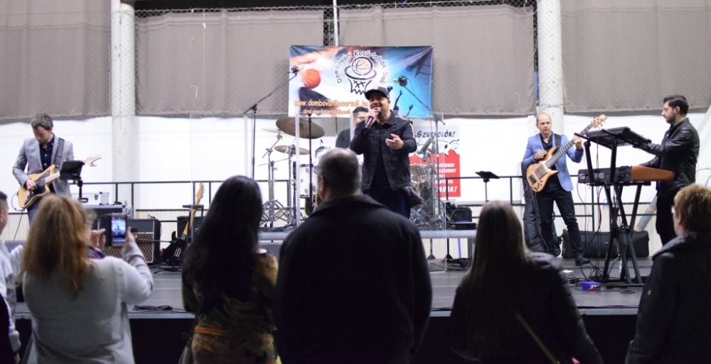 Caramel adott nagysikerű koncertet