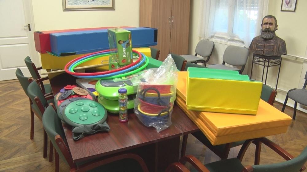 Új játékokkal gyarapodott a Biztos Kezdet Gyerekház