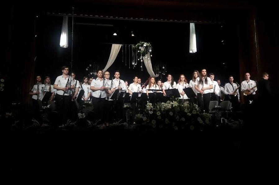 Majdnem nyolcszázan voltak kíváncsiak a Dombóvári Tücsökzenekar és a Dombóvári Ifjúsági Fúvószenekar Adventi koncertjére