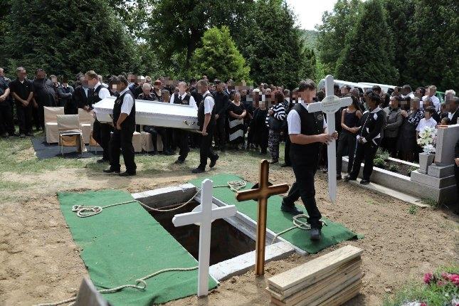 Az apa, annak lánya, menye és unokája közös sírba került