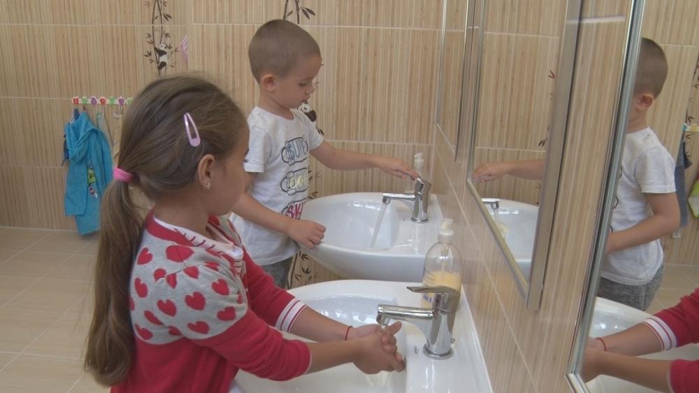 Gyermekbarát lett a felújított mosdó