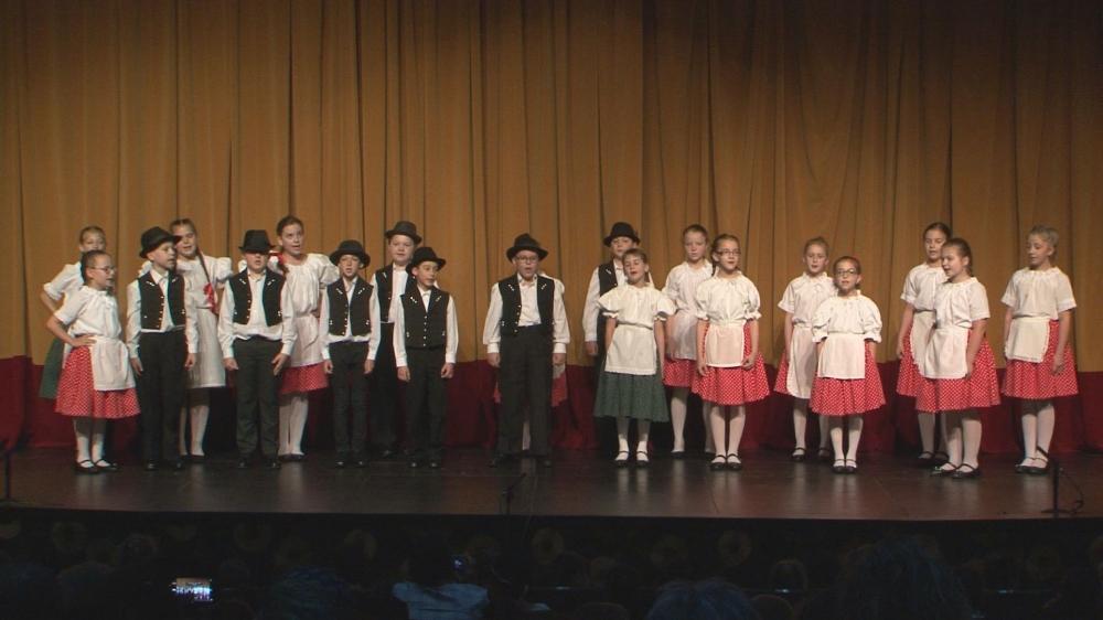 Tánc és ének a színpadon