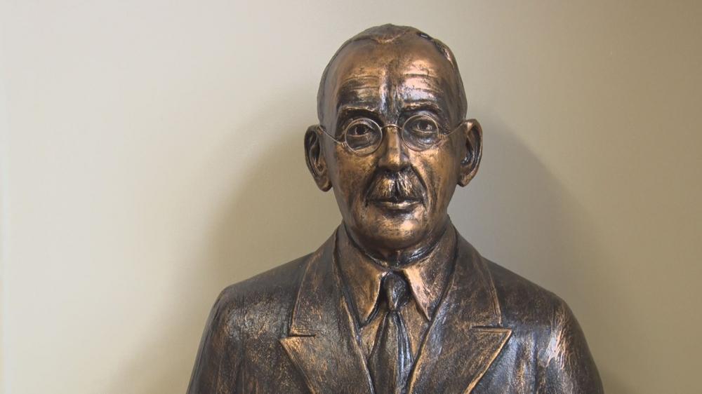 Az igazgatók közül Szanyi István is szobrot kapott