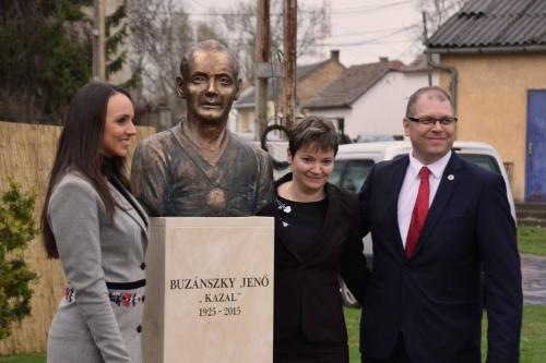 Buzánszky Jenőnek állítottak emléket