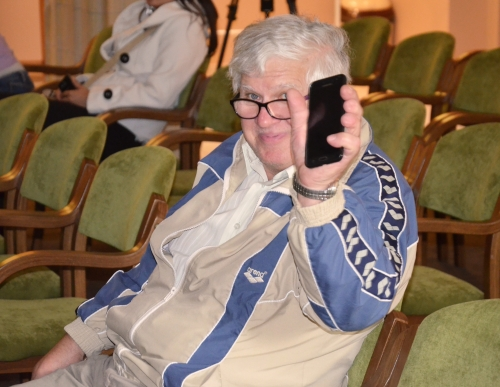 Okostelefon-képzést kapnak a nyugdíjasok