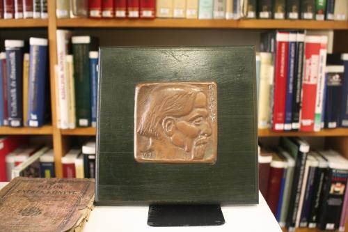 Ambrus világa - kiállítás Dombóvár Város Könyvtárában