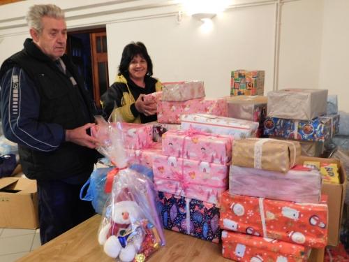 Nehéz sorsú helyi és kárpátaljai családokhoz jutnak a csomagok