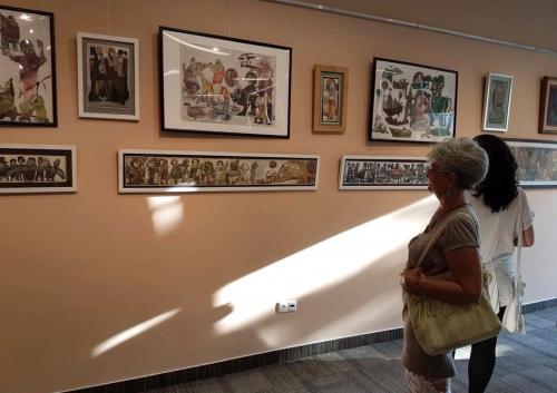 Kerámiák, festmények, szobrok és kollázsok a tárlaton